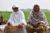 Hameeda Bibi och Kausar Bibi sprider kunskapen om hållbart jordbruk vidare till fler kvinnor i området. (Foto: Shirin Abbasy)